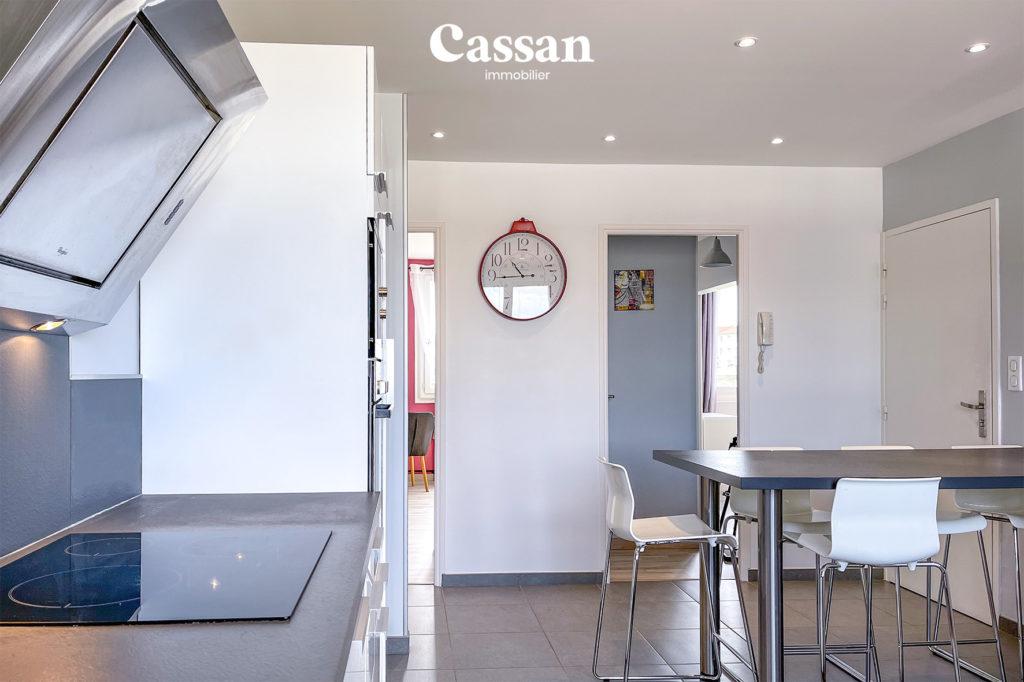 cuisine appartement horloge ilot