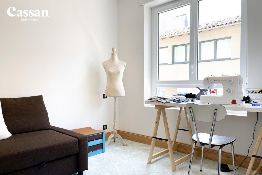 couture chambre bureau canapé moquette buste
