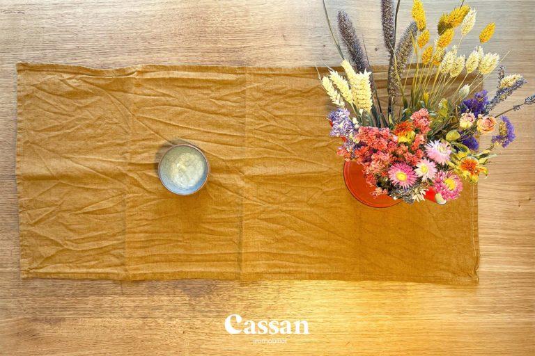 table à manger déco fleurs bol