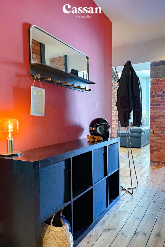 entrée appartement porte manteau plancher bois